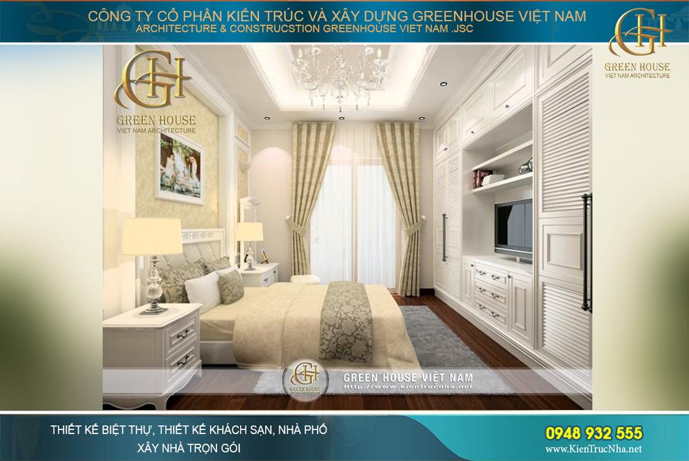 Mảng tường đầu giường sử dụng giấy dán tường với hoa văn tinh tế, màu vàng gold đen lại nét tinh tế sang trọng. Kết hợp cùng không gian tổng thế là các bước tranh treo tường đúng theo phong cách, và sở thích của chủ nhân căn phòng này.