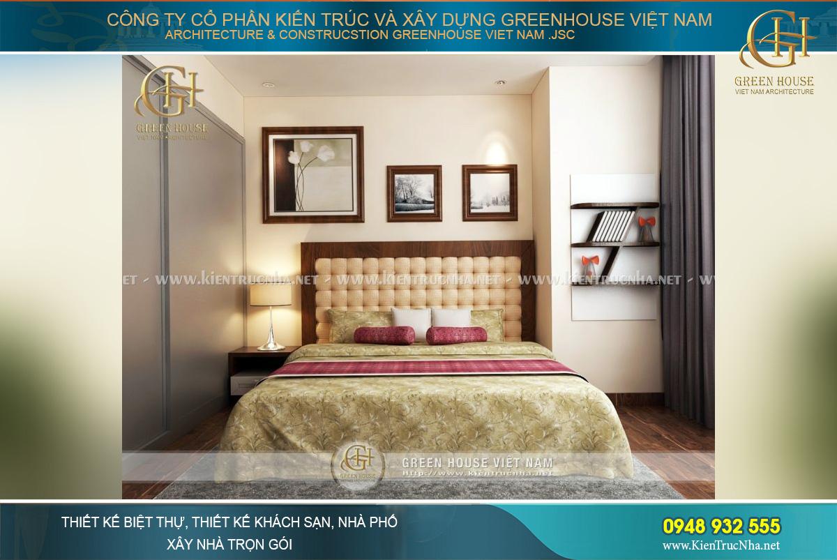 Phòng ngủ chính được thiết kế nổi bật, sang trọng hơn với tông màu vàng kim và nâu đỏ